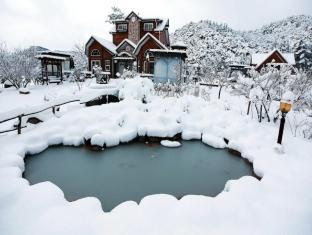 Uncle Tom's Cabin Pension Gyeongju-si - Exterior
