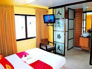 Pasadena Lodge Hotel Pattaya - Class Queen Bed - Room Amenities