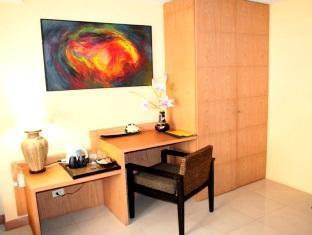 Pasadena Lodge Hotel Pattaya - Deluxe Room - Room Amenities