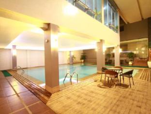 Dohera Hotel Cebu - Swimming Pool