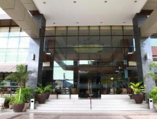 Dohera Hotel Cebu - Hotel Entrance