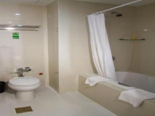 Dohera Hotel Cebu - Bathroom