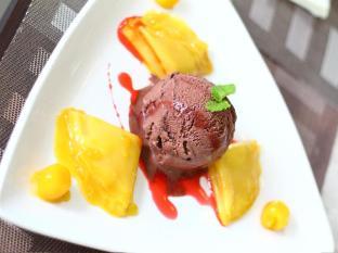 Dohera Hotel Cebu - Food