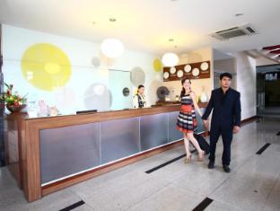 Dohera Hotel Cebu - Front Desk