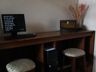 Dohera Hotel Cebu - Business Center