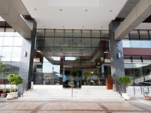 Dohera Hotel Cebu - Lobby Entrance