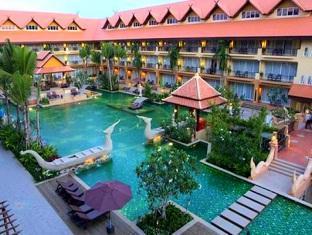 Villa Thongbura Pattaya - Hotel Swimming Pool And Surroundings