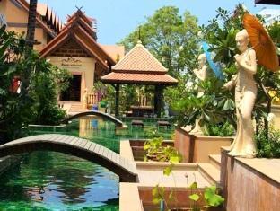 Villa Thongbura Pattaya - Hotel Garden Area