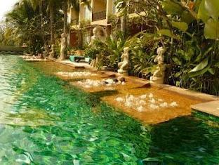 Villa Thongbura Pattaya - Swimming pool and Jacuzzi