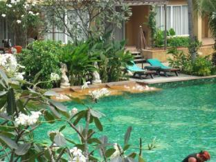 Villa Thongbura Pattaya - Swimming Pool