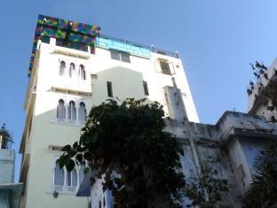 /hotel-kesar-palace/hotel/udaipur-in.html?asq=GzqUV4wLlkPaKVYTY1gfioBsBV8HF1ua40ZAYPUqHSahVDg1xN4Pdq5am4v%2fkwxg