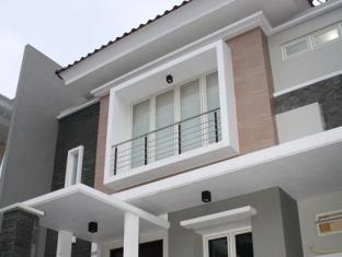 Panggon Guesthouse Surabaya - Exterior