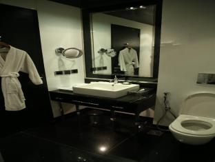 Radisson Blu Hotel New Delhi Paschim Vihar New Delhi and NCR - Bathroom
