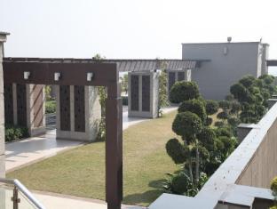 Radisson Blu Hotel New Delhi Paschim Vihar New Delhi and NCR - Garden