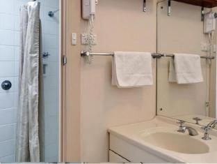 Marion Hotel Adelaide - Bathroom