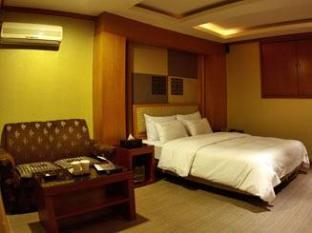 Manhattan Hotel Seoul - Standard Double Bed