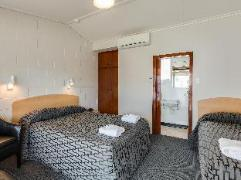 Ocean Beach Hotel | New Zealand Budget Hotels