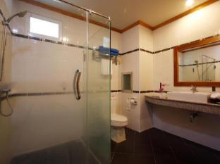 Blue Beach Club & Resort Phuket - Bathroom