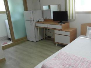 Hongdae Family Housetel 2 Seoul - Twin Room