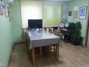 Hongdae Family Housetel 2 Seoul - Meeting Room