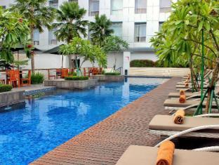 棉蘭桑迪卡達燕扎首映會議飯店 棉蘭 - 游泳池
