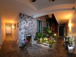 Hotel Richbaliz Kuala Lumpur - Landscape at night