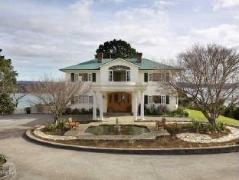 Matauwhi Bay Manor | New Zealand Budget Hotels