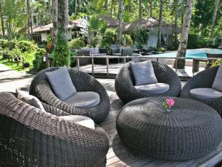 Cadlao Resort and Restaurant Palawan - Pool Lounges