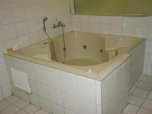Hotel Sogo Quirino Motor Drive Inn مانيلا - حوض الاستحمام