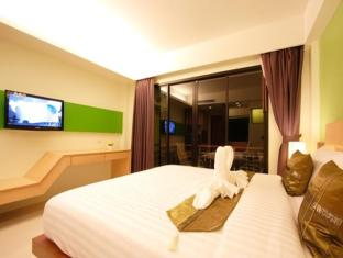 Kalim Beach Place Phuket - Deluxe room