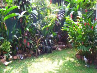 Hotel Crest Nest Colombo - Garden Area
