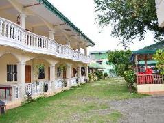 Hotel in Philippines Puerto Galera   White Beach Lodge & Restaurant