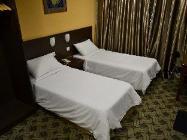 Soba z dvema ločenima posteljama