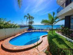 Broadwater Shores Waterfront Apt | Australia Budget Hotels
