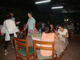 Hotel Rainforest Chitwan - रेस्त्रां