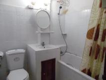 White Orchid Guest House: bathroom