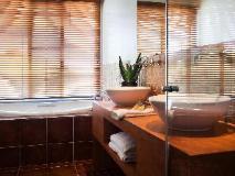 Azure on Queensberry: bathroom
