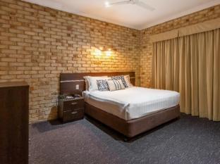 Highlander Motor Inn and Apartments Toowoomba - Apartment bedroom
