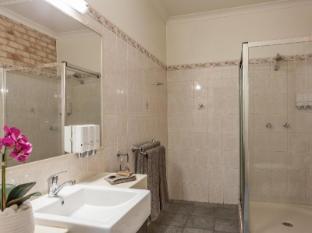 Highlander Motor Inn and Apartments Toowoomba - Apartment Bathroom