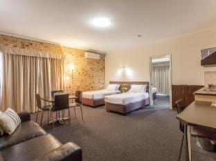 Highlander Motor Inn and Apartments Toowoomba - 2 Room Motel