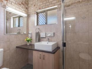 Highlander Motor Inn and Apartments Toowoomba - Motel Bathroom