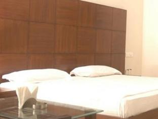 Space Hotel Ambala - Guest Room