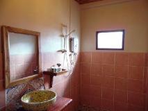 Lao Lu Lodge: bathroom