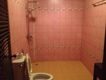 Vangphaikham Hotel: bathroom