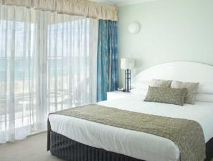 Pacific Surf Absolute Beachfront Apartments Gold Coast - Bedroom