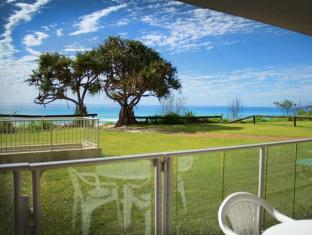 Pacific Surf Absolute Beachfront Apartments Gold Coast - Balcony