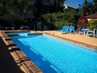 Pacific Surf Absolute Beachfront Apartments Gold Coast - Swimming Pool