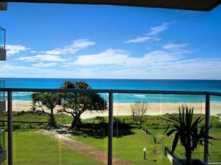 Pacific Surf Absolute Beachfront Apartments Gold Coast - Balcony/Terrace