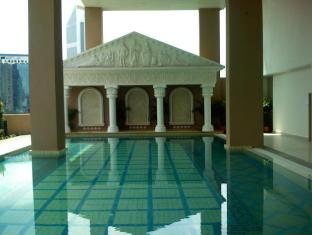 Harta8 Vacation Home @ Golden Triangle Kuala Lumpur - Swimming Pool