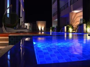The O Valley Hotel Suratthani - swimming pool at night